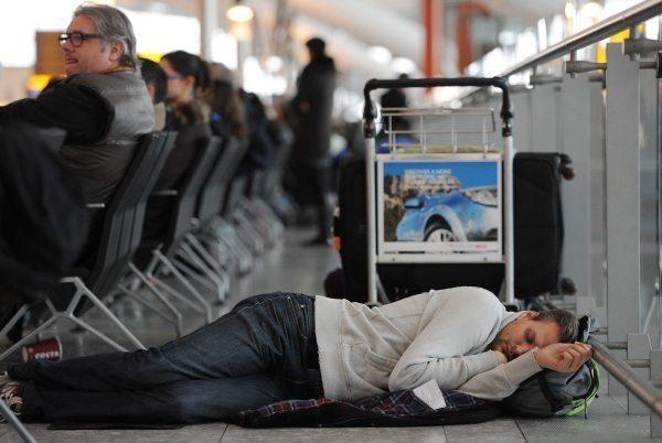 Jak przeżyć noc na lotnisku?