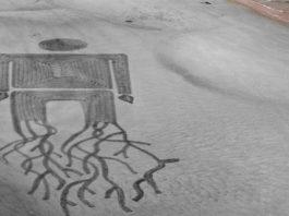 Plaża pełna mistycznych ornamentów