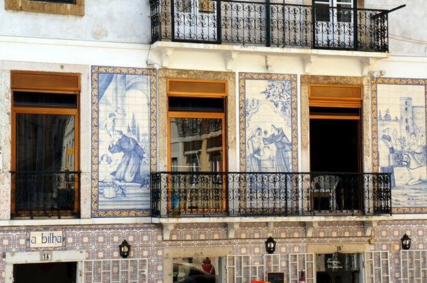 Lizbona - fasady domów z Azulejos